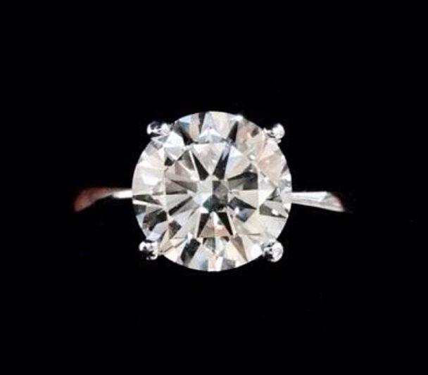 2 CT Diamond Ring